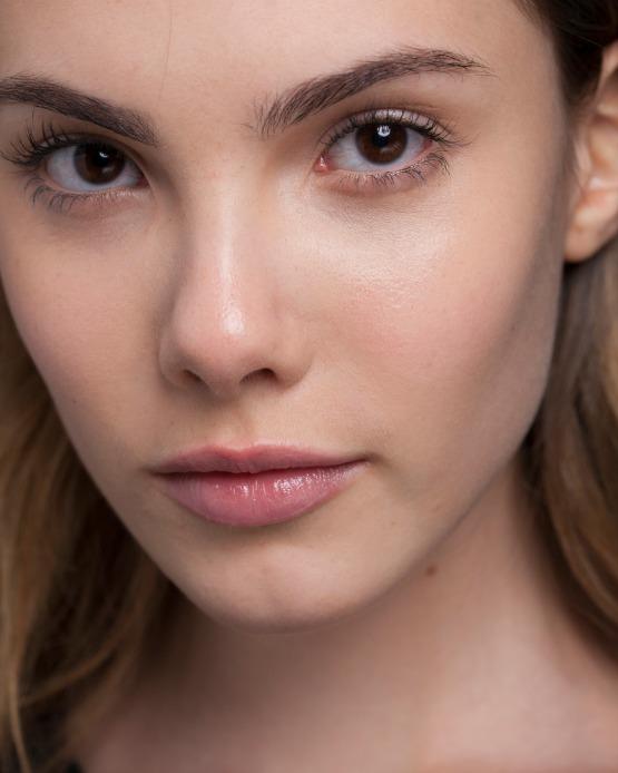 beleza-acontece-maquiagem-spfw-tufi-duek-outono-inverno-2014-pele-make-neutro-beauty-editor