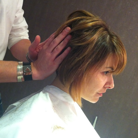 beleza-cabelo-corte-e-styling-cabeleireiro-tiago-parente-atriz-bianca-rinaldi-corte-de-cabelo-beauty-editor-3