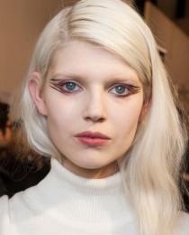 Delineador inusitado: o segredinho do look criado por Tom Pecheux na Paris Fashion Week