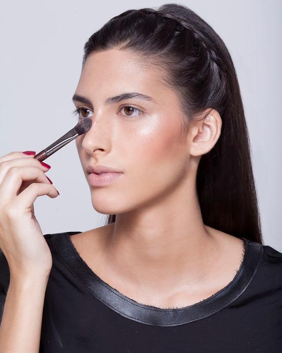 beleza-beauty-editor-maquiagem-como-fazer-passo-a-passo-pele-iluminada-iluminador-pele-nariz