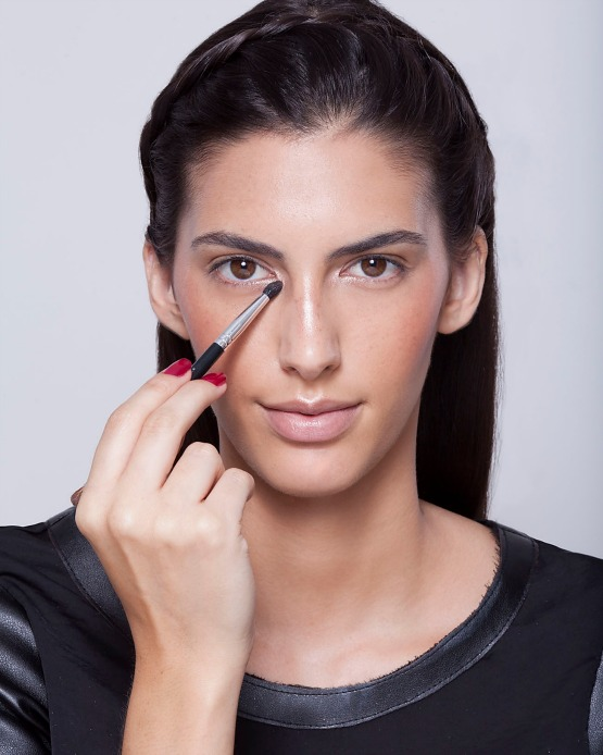 beleza-beauty-editor-maquiagem-como-fazer-passo-a-passo-pele-iluminada-iluminador-pele-olho