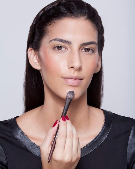 beleza-beauty-editor-maquiagem-como-fazer-passo-a-passo-pele-iluminada-iluminador-pele-queixo