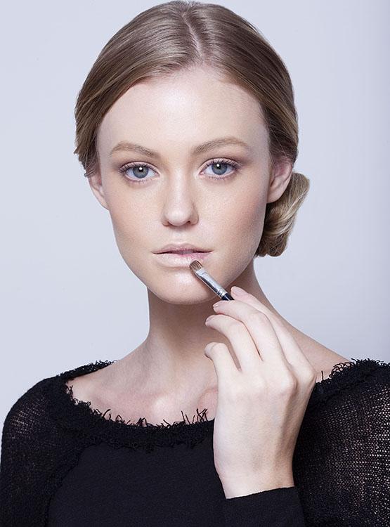beleza-beauty-editor-maquiagem-passo-a-passo-como-fazer-boca-batom-vermelho-modelo-taila-berwig-ford-models-corretivo