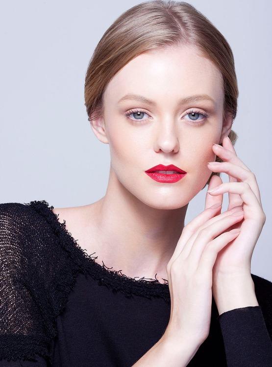 beleza-beauty-editor-maquiagem-passo-a-passo-como-fazer-boca-batom-vermelho-modelo-taila-berwig-ford-models-final-1