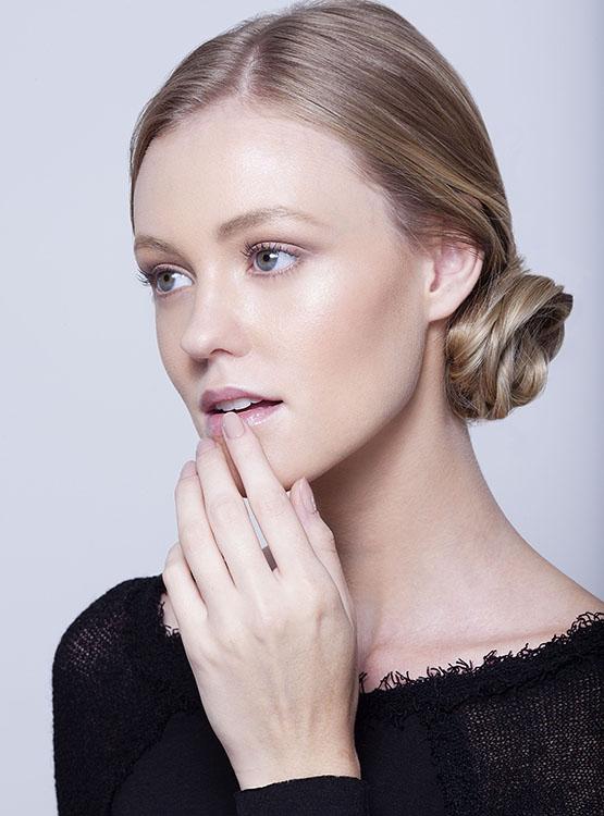 beleza-beauty-editor-maquiagem-passo-a-passo-como-fazer-boca-batom-vermelho-modelo-taila-berwig-ford-models-hidratante-labial