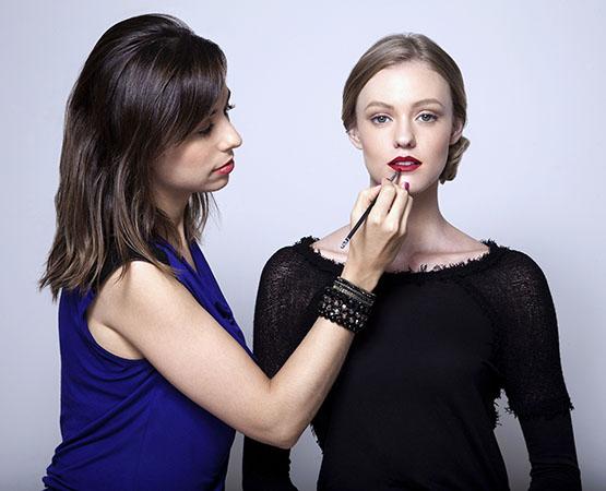 beleza-beauty-editor-maquiagem-passo-a-passo-como-fazer-boca-batom-vermelho-perfeito-maquiadora-fernanda-fadigas-modelo-taila-berwig-ford-models