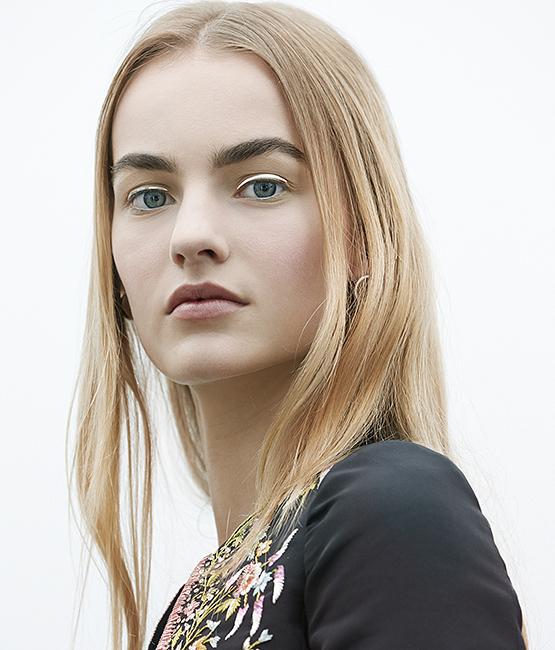 beleza-beauty-editor-acontece-maquiagem-dior-no-desfile-alta-costura-outono-inverno-2014-2015-delineador-adesivo-prateado-look-completo