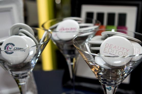 Bottons do Cheers, do Boticário e do Beauty Editor – todo mundo que foi ao encontro ganhou os seus.