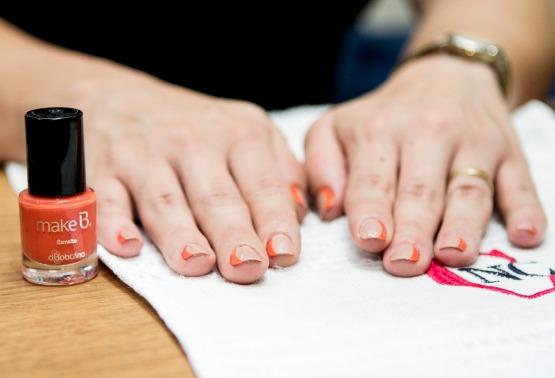 ...outra border nail lateral, esta com um nude e com o laranja de Tropical Colors...