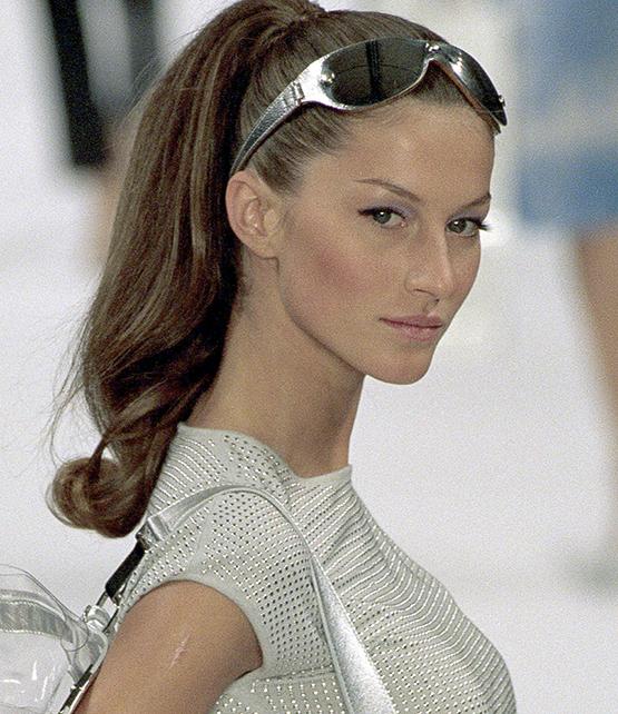 beleza-beauty-editor-acontece-gisele-bundchen-faz-20-anos-de-carreira-e-se-despede-da-passarela-beauty-look-1999-celine