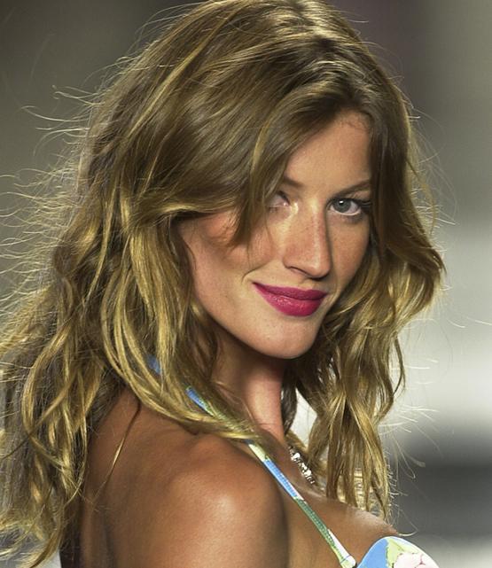 beleza-beauty-editor-acontece-gisele-bundchen-faz-20-anos-de-carreira-e-se-despede-da-passarela-beauty-look-2002-cia-maritima