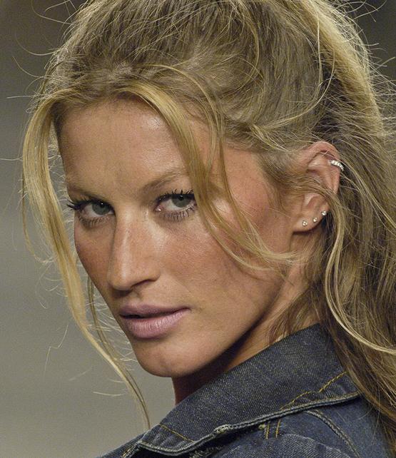 beleza-beauty-editor-acontece-gisele-bundchen-faz-20-anos-de-carreira-e-se-despede-da-passarela-beauty-look-2005-cia-maritima