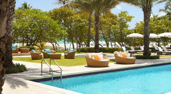 A piscina de sonho do hotel fica à disposição dos clientes do spa, mesmo quando eles não estão hospetados no The Ritz-Carlton. Bom, não acha?