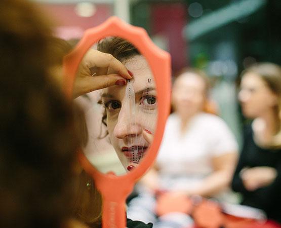 12-beleza-beauty-editor-acontece-beauty-editor-club-com-benefit-andreza-menezes-sobrancelhas