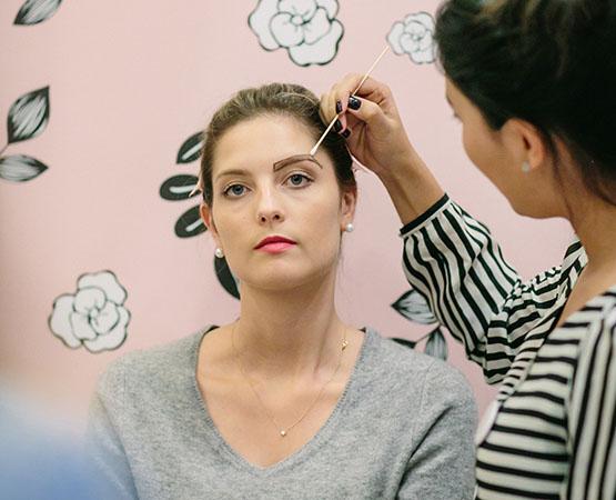 9-beleza-beauty-editor-acontece-beauty-editor-club-com-benefit-ana-walendzus-maquiadora-mariana-ishizaka-design-de-sobrancelhas