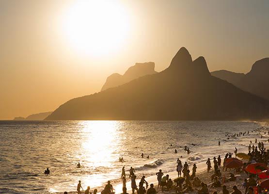 RIO DE JANEIRO, BRAZIL - 2011/02/13: Sunset at Ipanema Beach, Rio de Janeiro, Brazil. (Photo by Flavio Veloso/Brazil Photos/LightRocket via Getty Images)