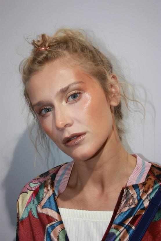 O look de beleza completo da Triya, elaborado por Max Weber