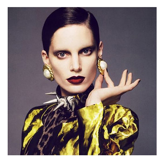 Ombré lips por Charlotte Tilbury: a maquiadora britânica apostou no estilo em um editorial recente para a Vogue Paris.