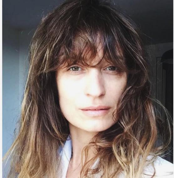 Caroline, de cabelos recém cortados, no seu Instagram pessoal