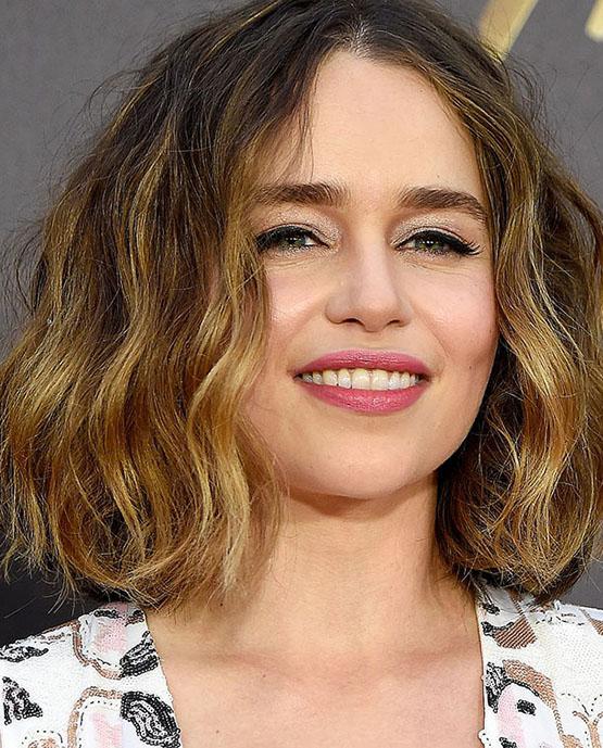 beleza-beauty-editor-acontece-sete-looks-de-beleza-com-emilia-clarke-bafta-film-awards-2016-in-london