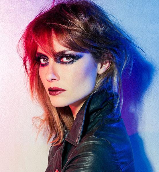 beleza-beauty-editor-maquiagem-cores-e-tendencias-vult-lets-rock-batons-metalizados-ana-claudia-mitchels-modelo-vult