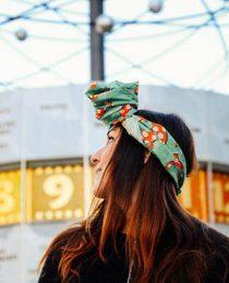 Bandana Lush: acessório para cabelo vira bolsa ou presente e faz o bem