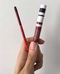 Como fazer a boca parecer maior: truque de maquiagem com batom matte