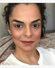 Como igualar o tom do rosto ao corpo bronzeado: o truque de maquiagem do verão