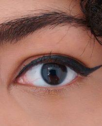 Minha busca pelo delineador perfeito: o produto de maquiagem ideal