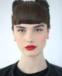 Como fazer o batom vermelho perfeito: dicas de beleza direto da SPFW