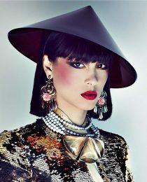 Momentos de beleza: maquiagem luxuosa e extravagante por Duda Molinos