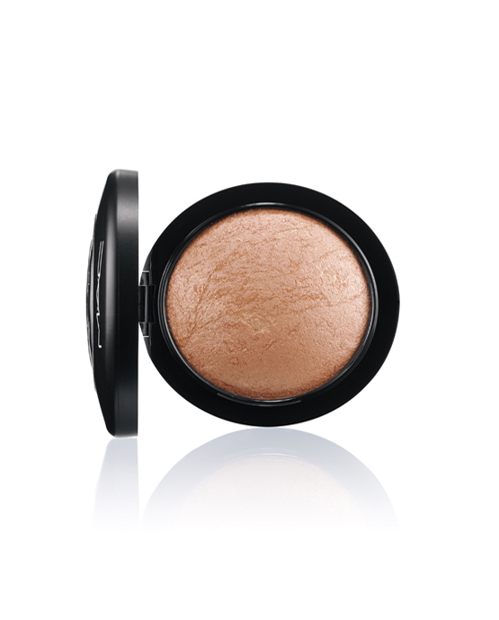 """pó iluminador facial MAC Cosmetics Mineralize Soft & Gentle"""