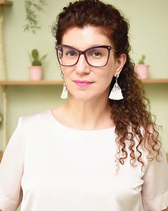 Jornalista de beleza e influenciadora digital Maria Cecília Prado