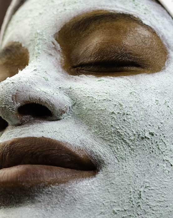 máscara facial algenist para equilibrar peles secas