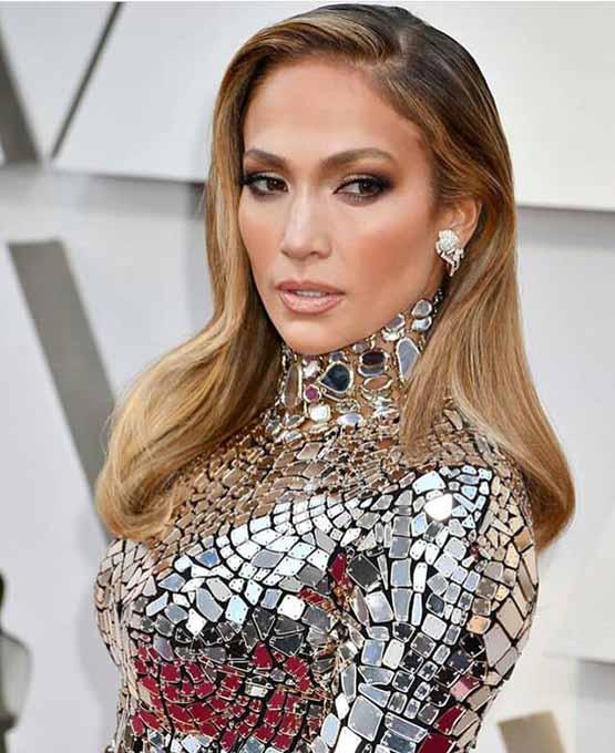 J.Lo usa maquiagem luminosa no Oscar 2019