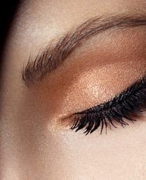 Melhores cremes para área dos olhos e dicas para evitar olheiras e rugas