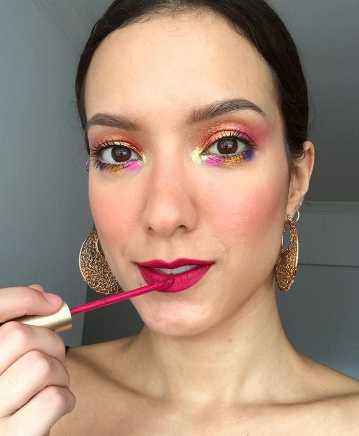 Maquiagem de Carnaval com boca rosa